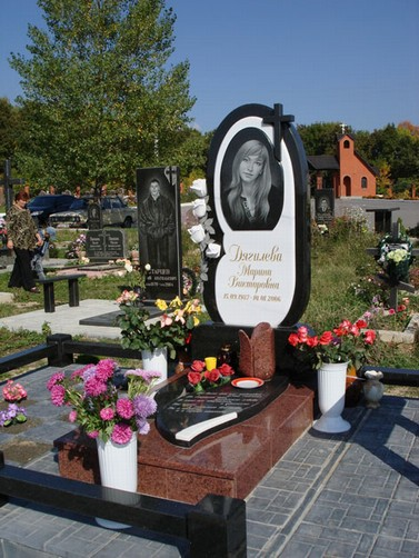 Купить памятники на кладбище с цветами продажа памятников приволжский