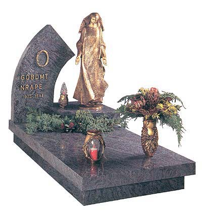 Памятник на могилу thumbnail