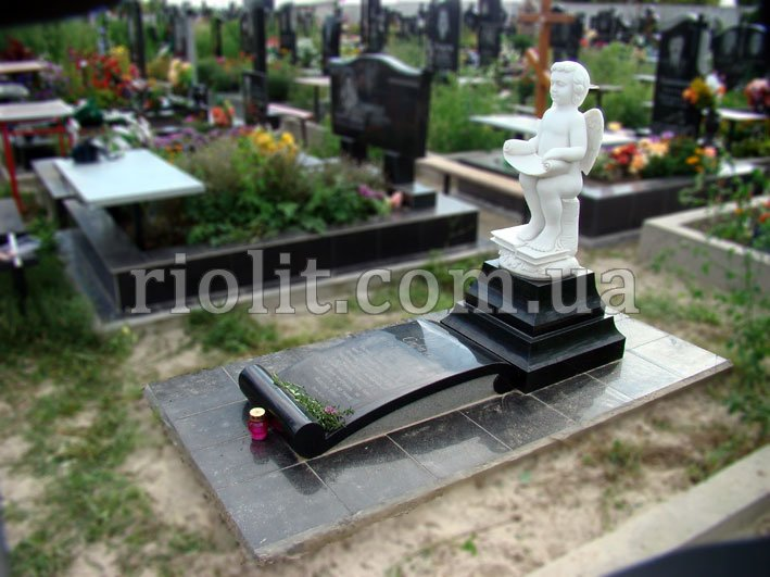 Памятник на могилу харьков Ваза. Лезниковский гранит Кромы